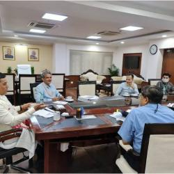 Hon'ble Minister Shri Sarbananda Sonowal reviewed various projects with senior officials of Ministry of Ports, Shipping & Waterways at Transport Bhawan in New Delhi