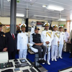Shri @mansukhmandviya, Minister of state for shipping, being briefed about state-of-the-art technology